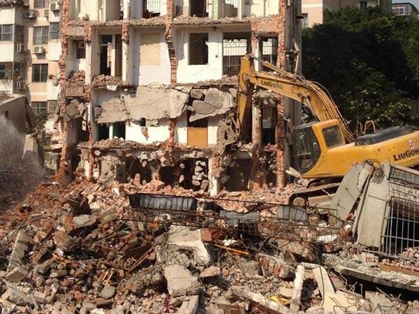 拆迁jian筑废砖和废料混凝土