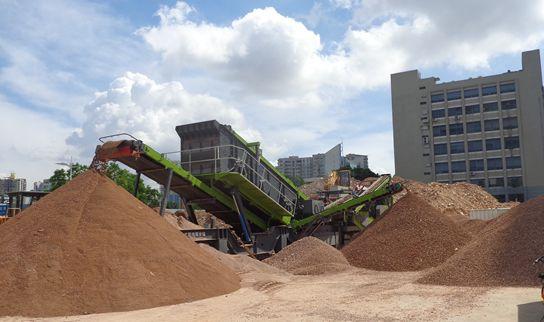 移动jian筑la圾破碎机处理拆迁jian筑废砖和废料