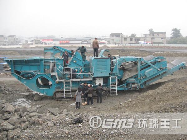 移动式建筑垃圾fen碎机an装现场